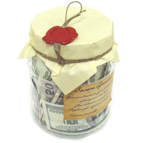 деньги в красивой стеклянной банке