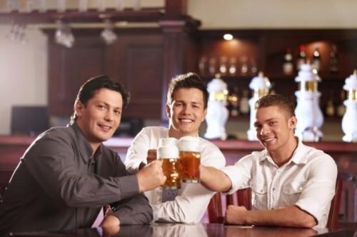 Друзья за пивом
