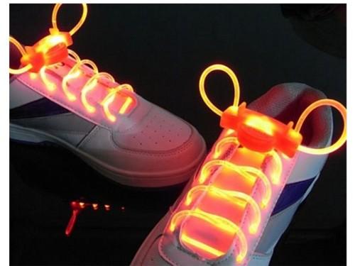 Кроссовки в комплекте со светодиодными шнурками
