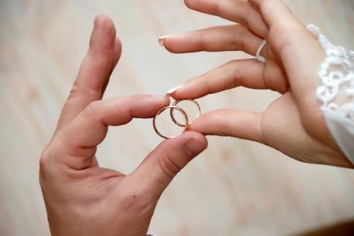Годовщина свадьбы друзей – повод для интересных подарков. Ищем лучшее!