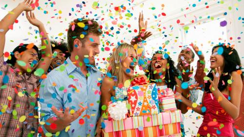 Что подарить другу на день рождения 25-26 лет – оптимальные варианты