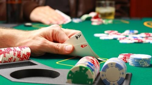 В подарок на 21 год покерный набор