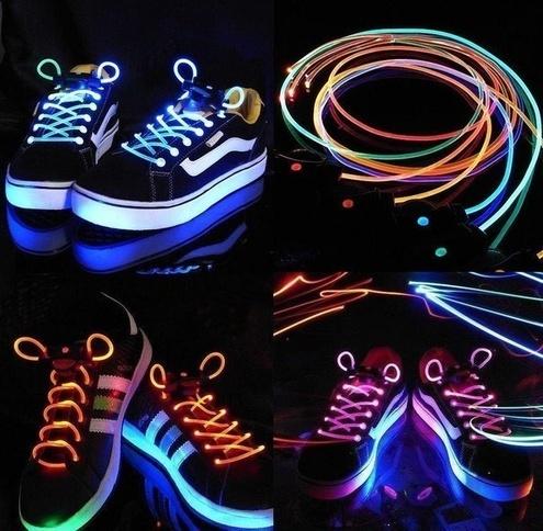 Светящиеся шнурки в подарок