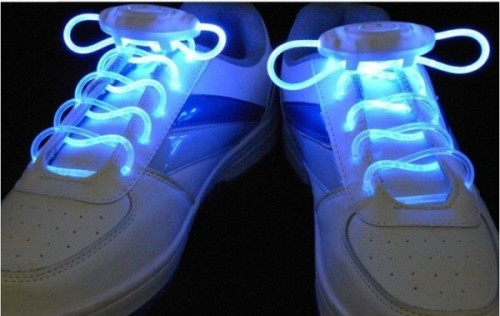 Кроссовки со светящимися шнурками