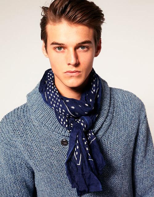 Модный шарф в подарок мужчине