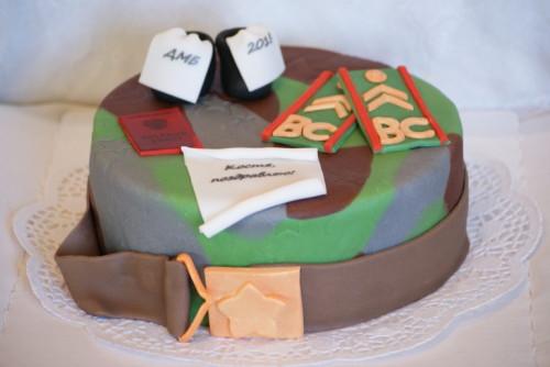 Тортик в подарок служащему парню