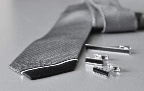 запонки в комплекте с галстуком