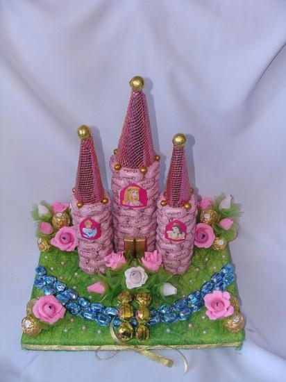 Замок из конфет