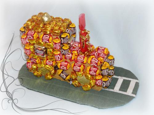 паровоз из конфет
